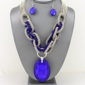 Jewelry - Oval Crystal Pendant Necklace Set